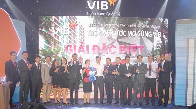 VIB trao giải xe BMW và căn hộ cao cấp cho khách hàng trúng thưởng