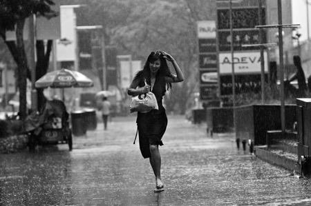 Mùa mưa bão này, bạn đã chuẩn bị gì cho smartphone của mình? - Ảnh 2.