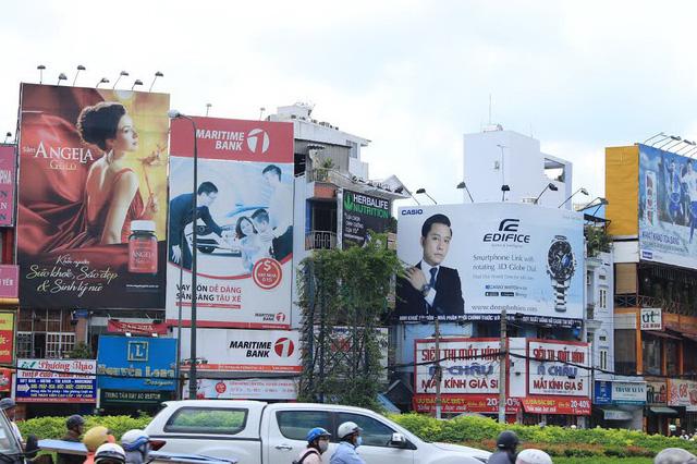 Sao vẫn còn dùng quảng cáo ngoài trời (OOH) khi 52 triệu khách hàng đang dành 6 tiếng 1 ngày trên internet?