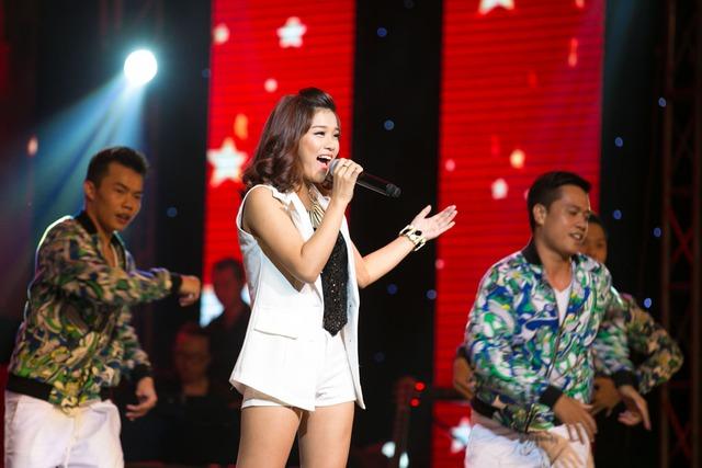 Hoàng Yến Chibi đốt cháy sân khấu đêm liveshow Bài Hát Yêu Thích tháng 9