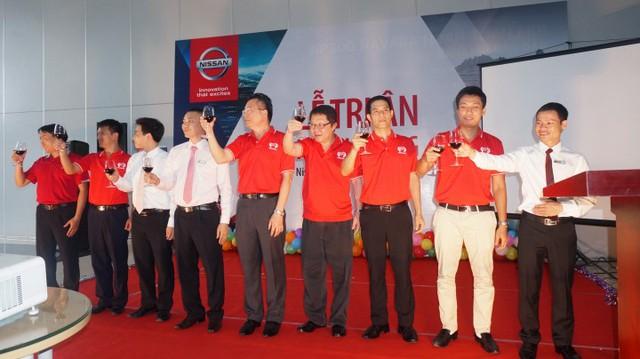 BGĐ Nissan Việt Nam và BGĐ Đại lý gửi lời tri ân chân thành tới các khách hàng của Nissan