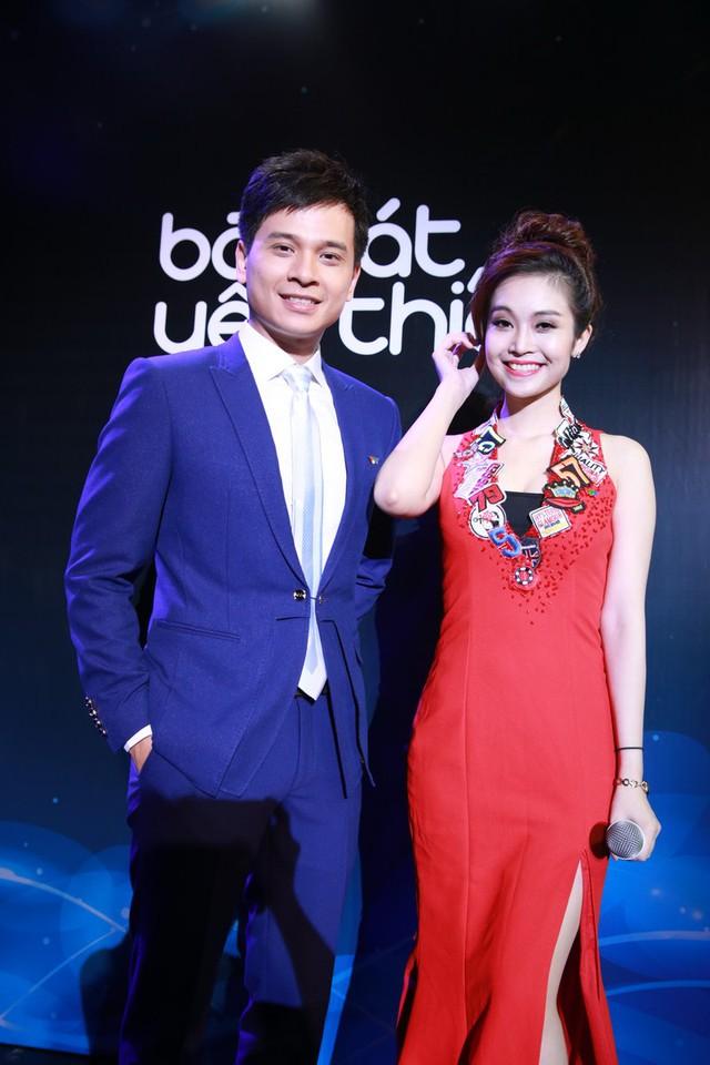 Danh Tùng và Thuỳ Linh - Cặp MC nổi tiếng của chương trình Bài Hát Yêu Thích rạng ngời và nổi bật