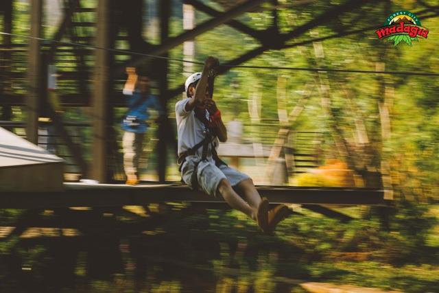 Đu dây Zipline, một trò chơi thú vị mà bạn đừng quên bỏ qua khi đến Madagui