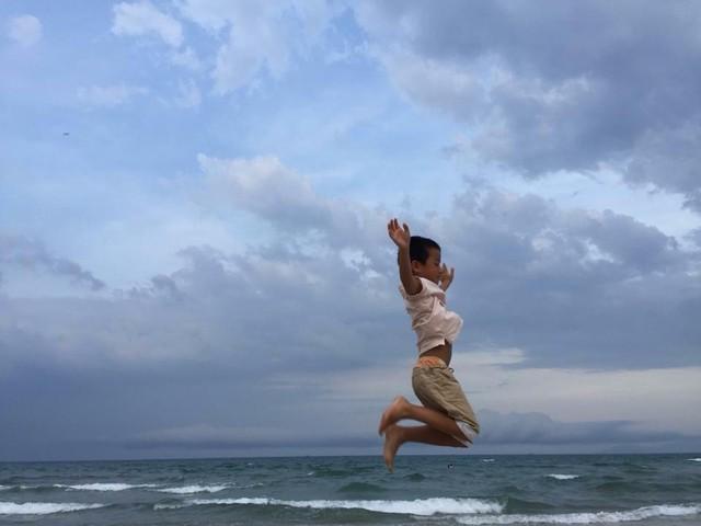 """Tốt-Ti và bức ảnh """"bay"""" trên biển."""