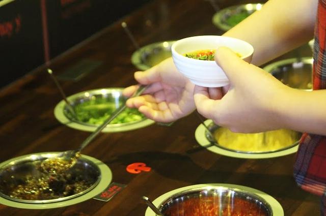 Bỡ ngỡ lần đầu tiên trải nghiệm lẩu Hongkong