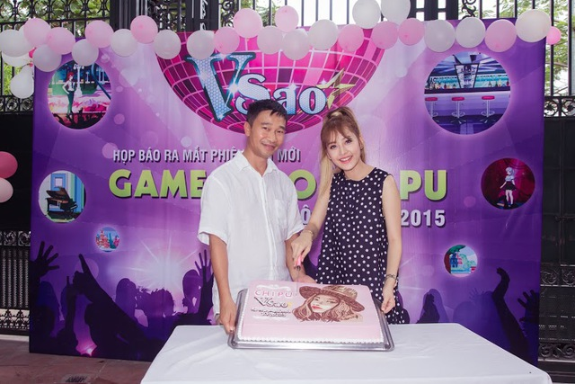 Chi Pu – Nhà phát hành cắt bánh mừng PBM