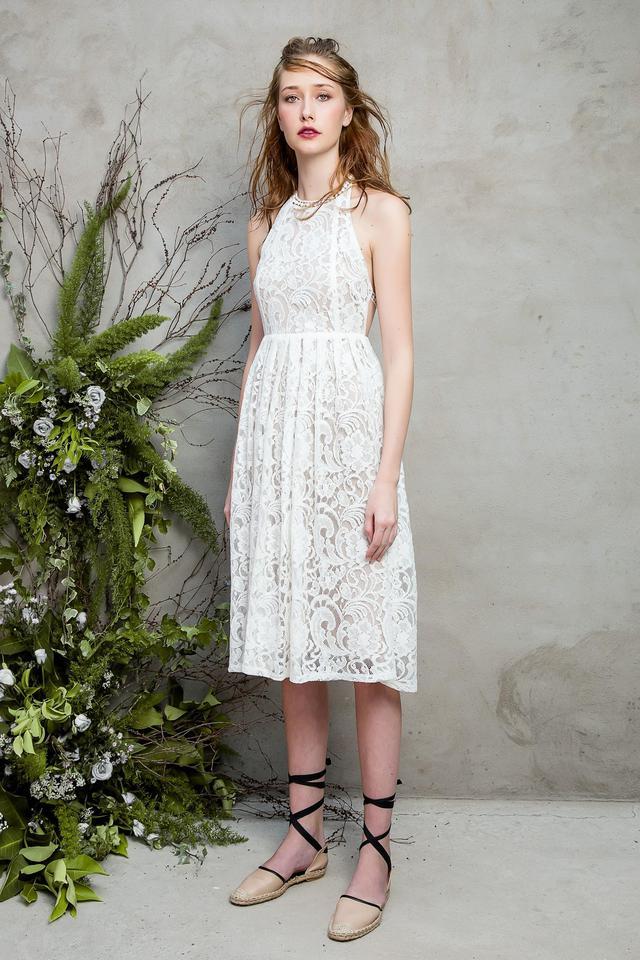 Những chiếc váy ren quyến rũ khó cưỡng lại của hè này - Ảnh 1.