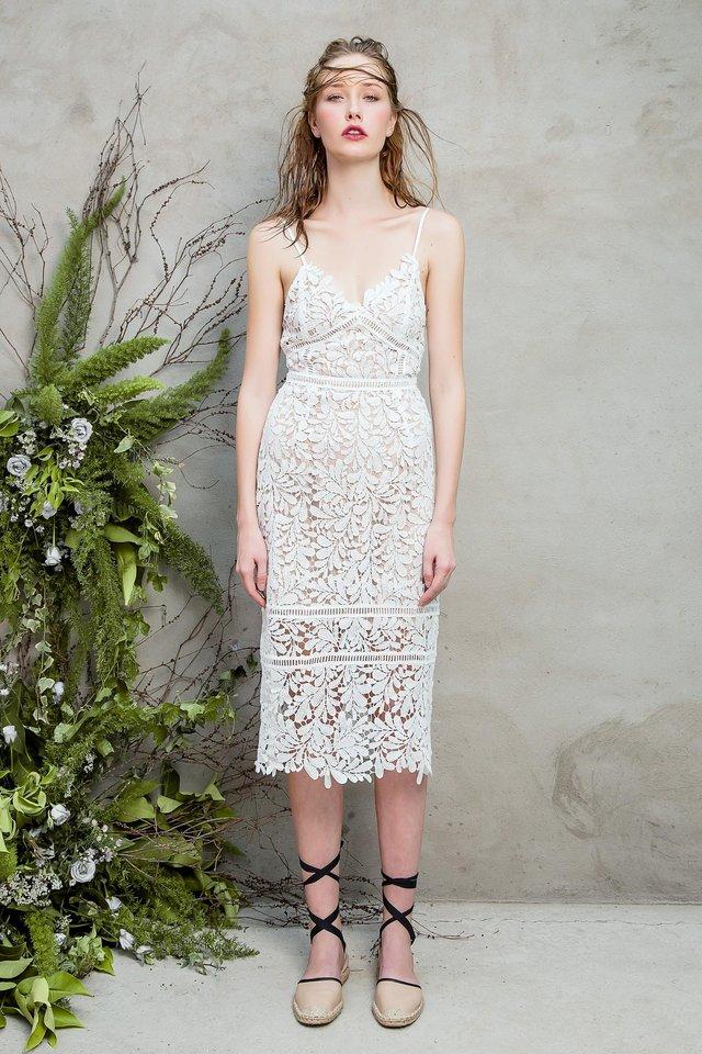 Những chiếc váy ren quyến rũ khó cưỡng lại của hè này - Ảnh 3.