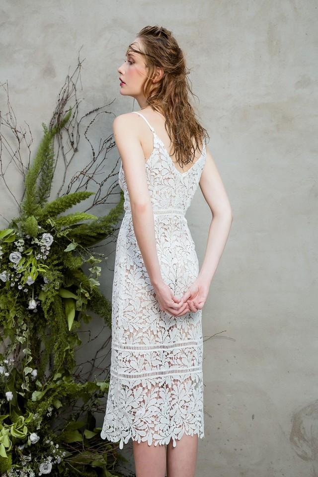 Những chiếc váy ren quyến rũ khó cưỡng lại của hè này - Ảnh 4.