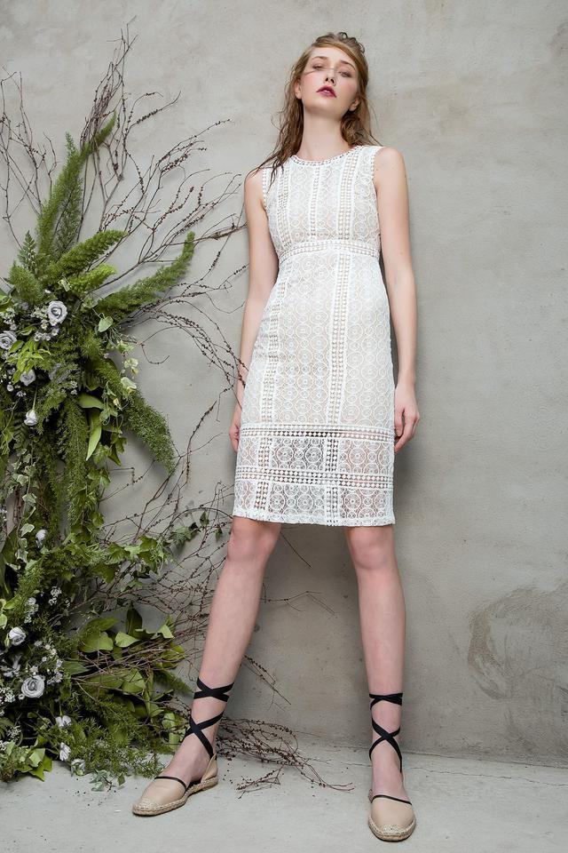 Những chiếc váy ren quyến rũ khó cưỡng lại của hè này - Ảnh 5.