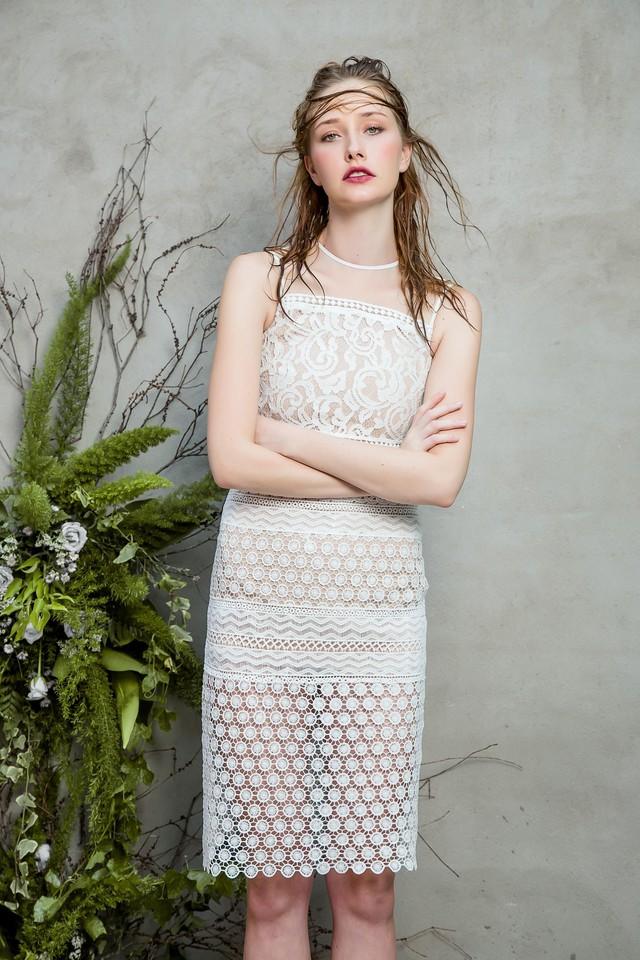 Những chiếc váy ren quyến rũ khó cưỡng lại của hè này - Ảnh 6.