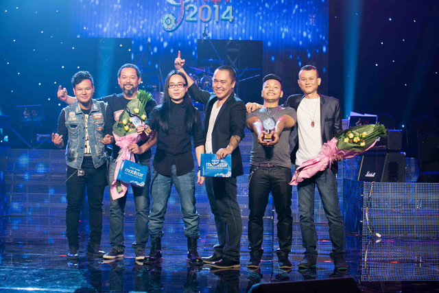 """Ca khúc rock đầy sôi động và tinh tế """"Hoang Tàn"""" của ban Nhạc Hạc San đã trở thành bài hát Việt tiêu biểu của tháng 8"""