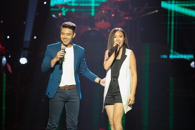 """Đông Hùng và Phương Linh - cặp đôi siêu dễ thương này đã làm không khí đêm liveshow thêm lãng mạn và tươi trẻ thông qua ca khúc """"Ngày mai yêu thêm"""""""