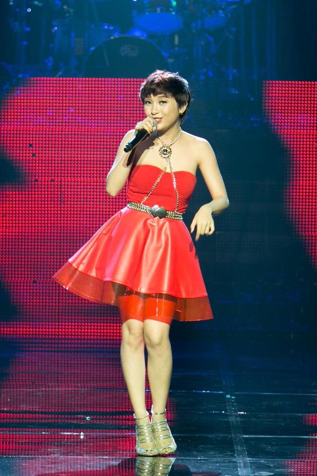 """Tiêu Châu như Quỳnh thể hiện ca khúc """"Hãy nói lời yêu em"""" do chính cô sáng tác"""