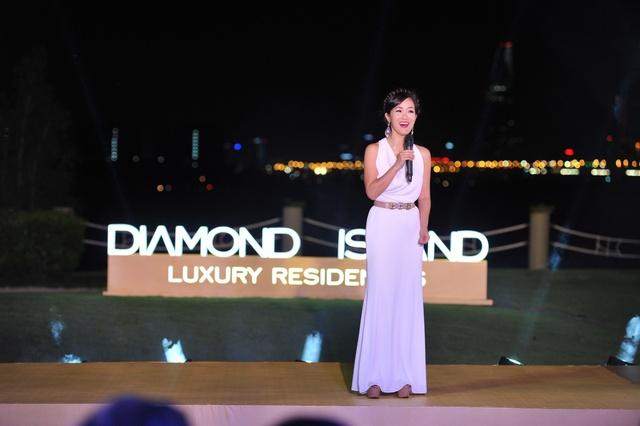 Nữ diva Hồng Nhung hát trong đêm tiệc