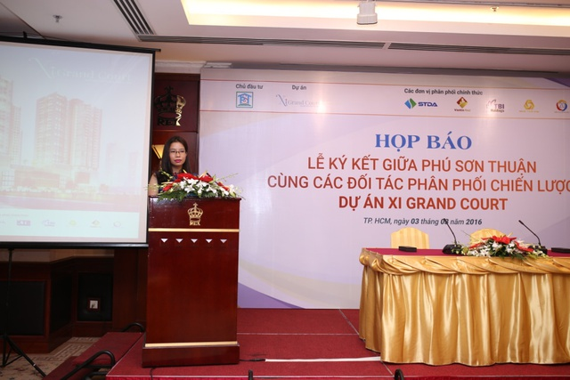 Bà Trịnh Cẩm Thương – Giám đốc phát triển dự án, Hệ thống Siêu thị dự án Bất động sản STDA Miền Nam phát biểu tại Lễ ký kết.