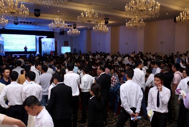 Hàng trăm khách hàng quan tâm dự án Xi Grand Court trong buổi công bố chính thức.