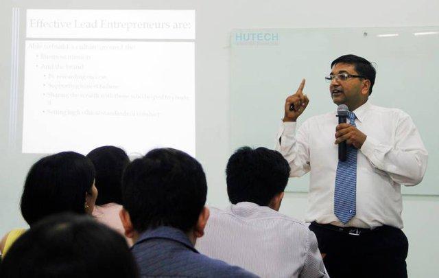 Học viên MBA OUM được chú trọng trang bị toàn diện kỹ năng thực tế ứng dụng