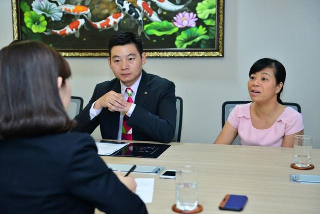 Bà Bích Liên (bìa phải) trả lời về thành công của chương trình Gương mặt thân quen và lí do hợp tác cùng TCL