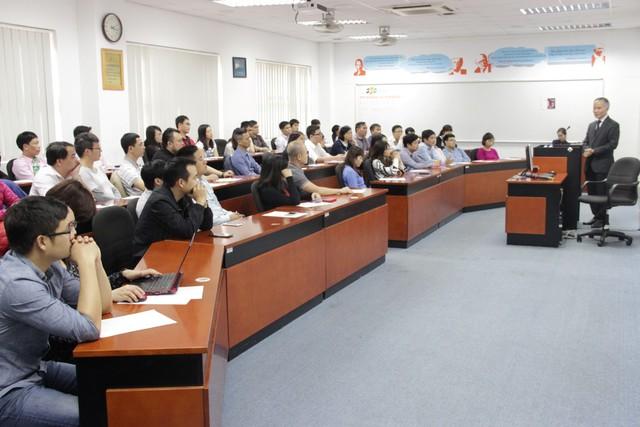 Học viên chương trình Thạc sỹ Quản trị Kinh doanh FeMBA của FSB giao lưu với trưởng đoàn đàm phán TPP của Việt Nam