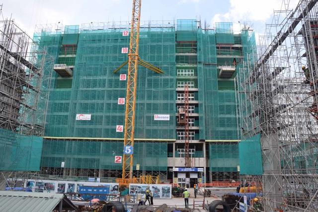 The GoldView đang thi công lên đến tầng 12 và sẽ cam kết bàn giao căn hộ vào 10/2017.
