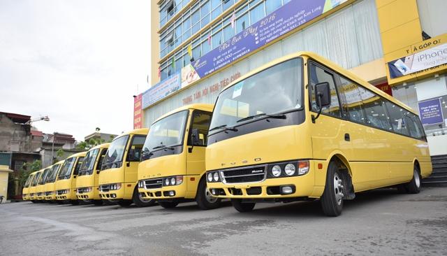 Toàn bộ 100 xe buýt ROSA được sơn màu vàng theo tiêu chuẩn nhận diện của công ty Cổ phần Hoàng Hà