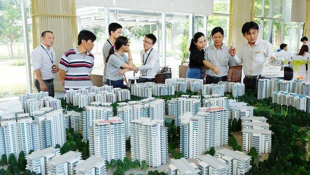 Nhiều gia đình trẻ chọn phương án mua nhà có sử dụng vốn vay từ ngân hàng.