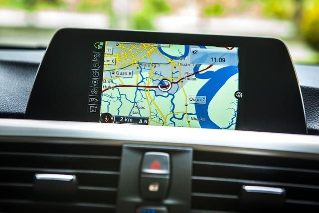 Hệ thống dẫn đường chuyên nghiệp - Business Navigation System đa chức năng hỗ trợ định vị, đưa ra cảnh báo khi đi sai đường, dấu hiệu đường trơn trượt, gợi ý lộ trình thay thế phù hợp.