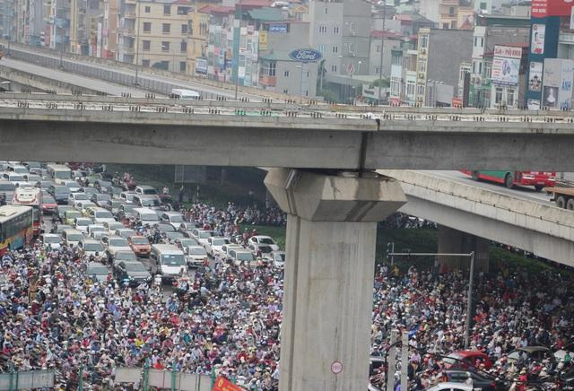 Tình trạng giao thông thường xuyên diễn ra tại trung tâm thành phố Hà Nội