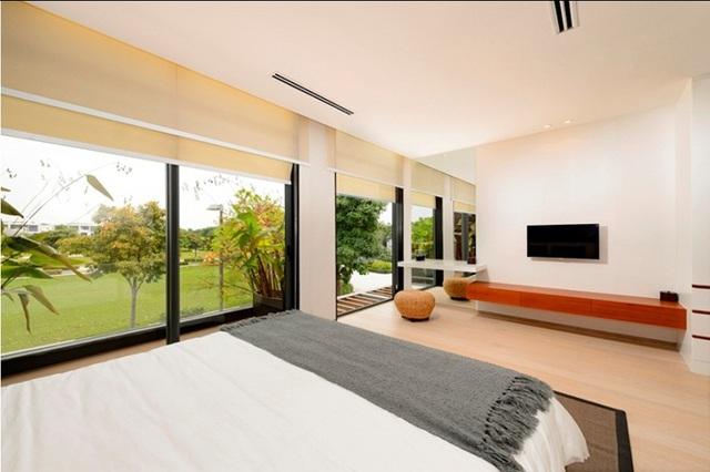 Thiết kế hiện đại ứng dụng cửa kính xoá nhoà khoảng cách và giới hạn không gian