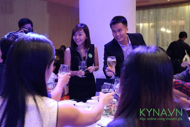 Vượt khỏi mô hình eLearning truyền thống, Kyna mang lại trải nghiệm học tập có tính tương tác cao với chuyên gia.