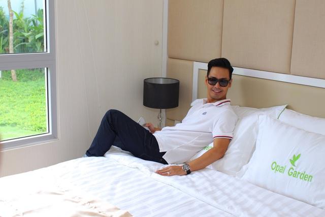 MC Phan Anh trải nghiệm căn hộ mẫu dự án Opal Garden.