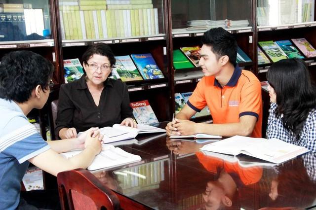 Môi trường đào tạo chuyên nghiệp với chương trình học hoàn toàn bằng tiếng Anh.