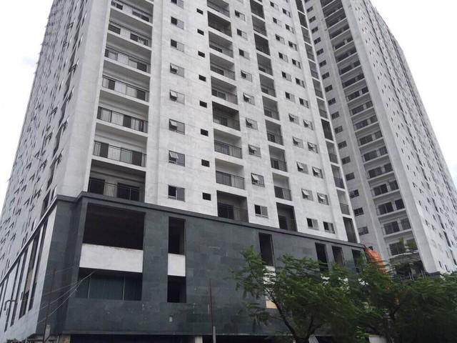 Cận cảnh khối đế và các căn hộ Hateco Hoàng Mai trong giai đoạn hoàn thiện cuối cùng.