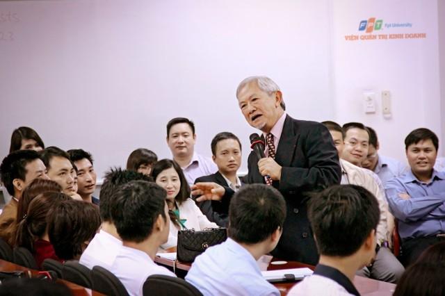 Giáo sư Phan Văn Trường – nguyên Cố vấn thương mại của chính phủ Pháp, hiện là cố vấn cao cấp của Viện Quán trị Kinh doanh FSB cũng thường đến chia sẻ với học viên MBA.