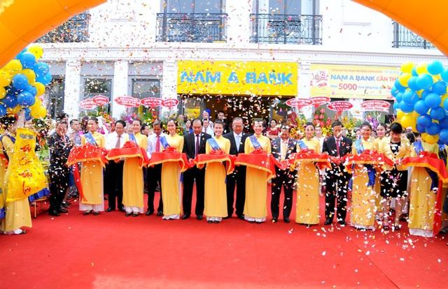 Toàn cảnh khai trương chi nhánh Nam A Bank Cần Thơ.