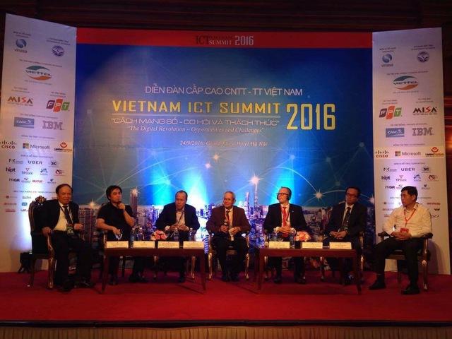 Ông Triệu Trần Đức – Tổng Giám đốc CMC InfoSec đang trao đổi về an ninh an toàn thông tin trong tọa đàm 2.