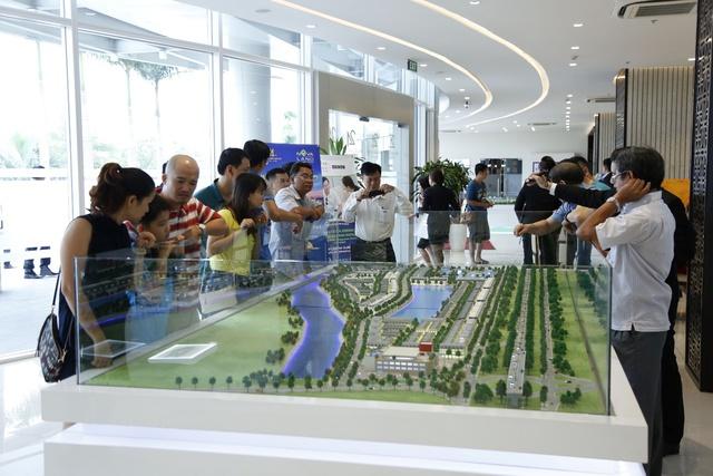 Với sự phát triển nhanh chóng của khu Đông TP.HCM, rất nhiều nhà đầu tư đã quyết định đổ vốn vào đây. Một trong những dự án thu hút khá nhiều sự chú ý chính là Khu đô thị Lakeview City (Q.2).