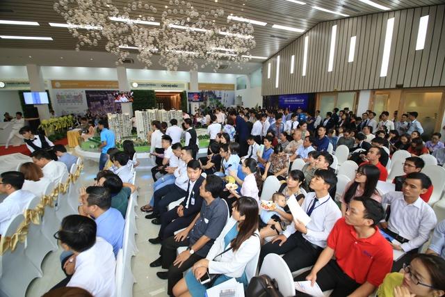 Buổi lễ nhận được sự quan tâm của rất đông khách hàng và các nhà đầu tư.