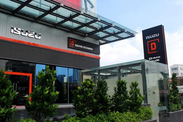Tại TP.HCM, D Square có 2 mặt tiền – ngoài và trong TTTM Pearl Plaza tạo sự hiện đại và gần gũi dưới mọi góc độ tiếp cận.