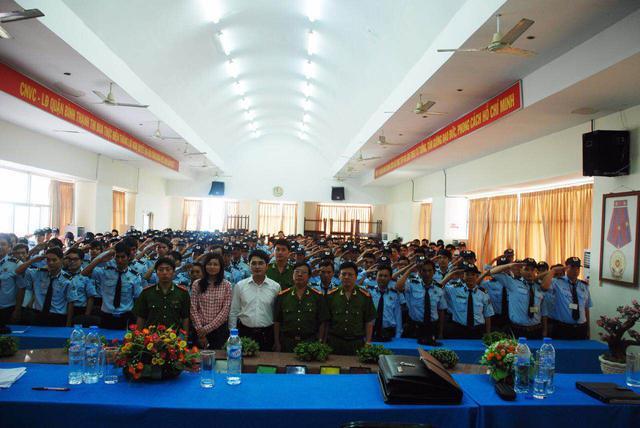 Lực lượng bảo vệ của Công ty Bình An trong buổi họp giao ban.