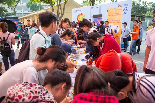 Chương trình thu hút rất nhiều các bạn học sinh – sinh viên đến tham gia.