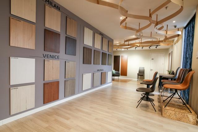 Tầng 4 là khu trưng bày hàng loạt những sản phẩm nội thất décor hoàn toàn mới của An Cường.