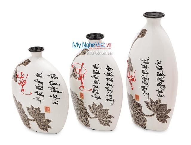 Đồ thủ công mỹ nghệ truyền thống được nhiều người lựa chọn làm quà tặng nhân dịp năm mới.