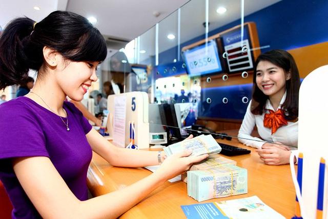 Nhiều ngân hàng có những chính sách ưu đãi nhằm thu hút khách hàng nhân dịp giáng sinh và năm mới.