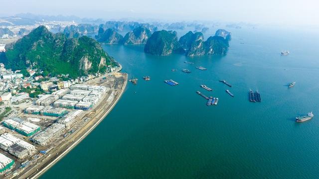 Vinhomes Dragon Bay nằm bên bờ Vịnh Hạ Long kỳ vỹ.