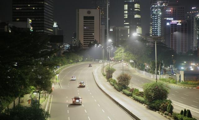 Đèn đường LED tại Jakarta được điều khiển từ xa bằng phần mềm Philips CityTouch.