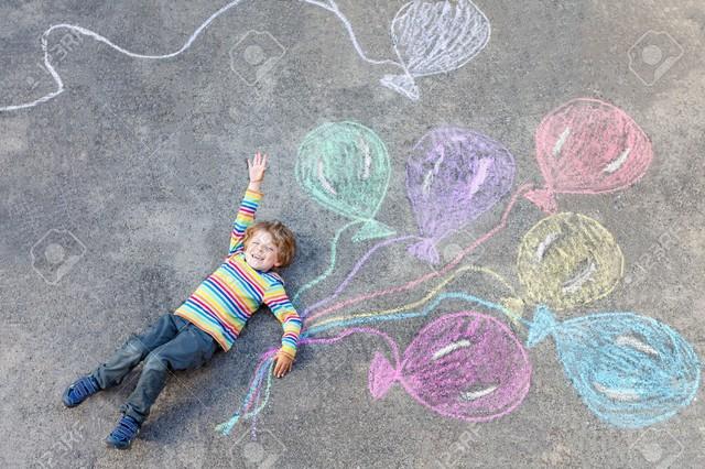 Các bé được khuyến khích sáng tạo và khám phá thế giới xung quanh.