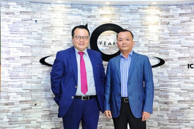 Từ trái qua: Ông Larry Yuen – Chủ tịch Tập Đoàn Kohler ngành Bếp và Thiết bị phòng tắm và Ông Võ Mậu Quốc Triển– Chủ Tịch RitaVõ.