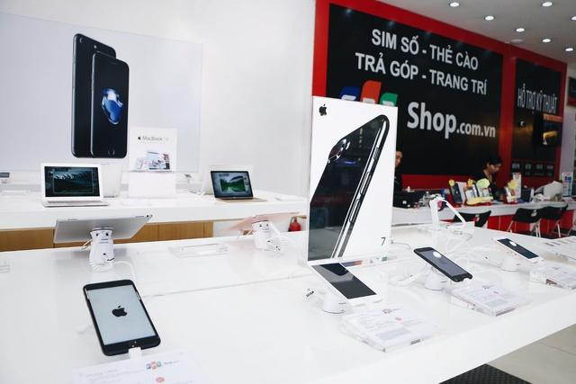 Lần đầu tiên, khi chọn mua trả góp iPhone 7 tại FPT Shop bạn không những được hưởng ưu đãi lãi suất 0% mà còn được hoàn tiền 700.000 đồng.